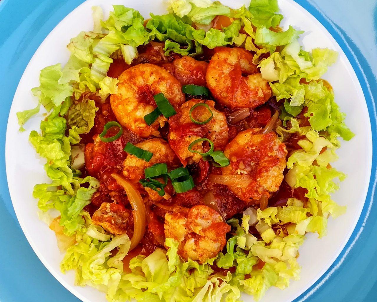 Crevettes à la sauce tomates et au curry