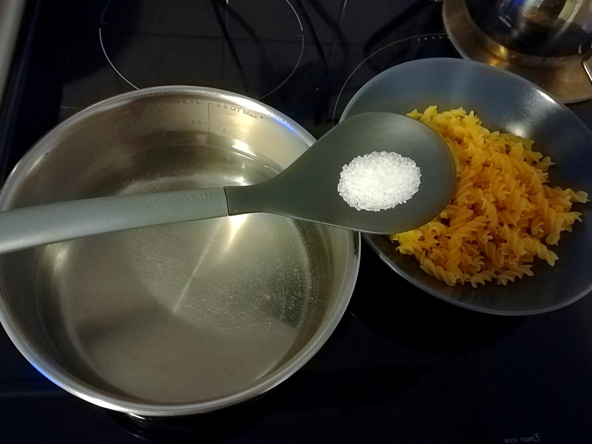 saler eau pâtes