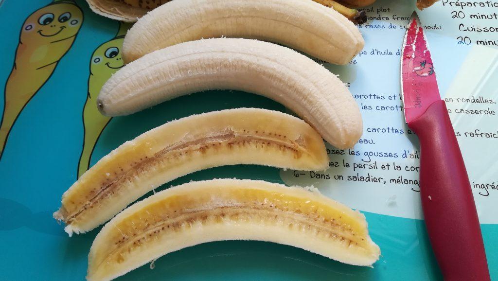 Découpez des bananes