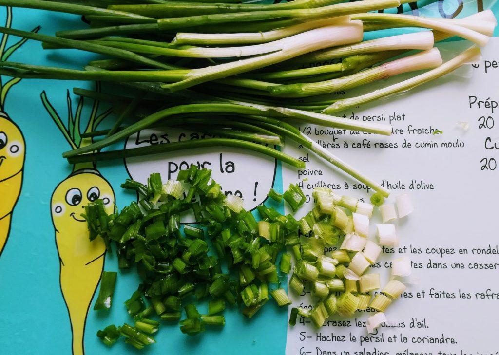 Comment préparer les oignons vert ou cébettes