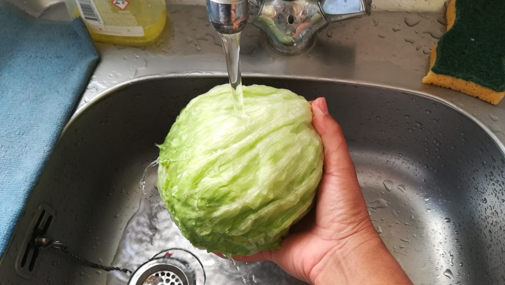 Nettoyer une salade iceberg