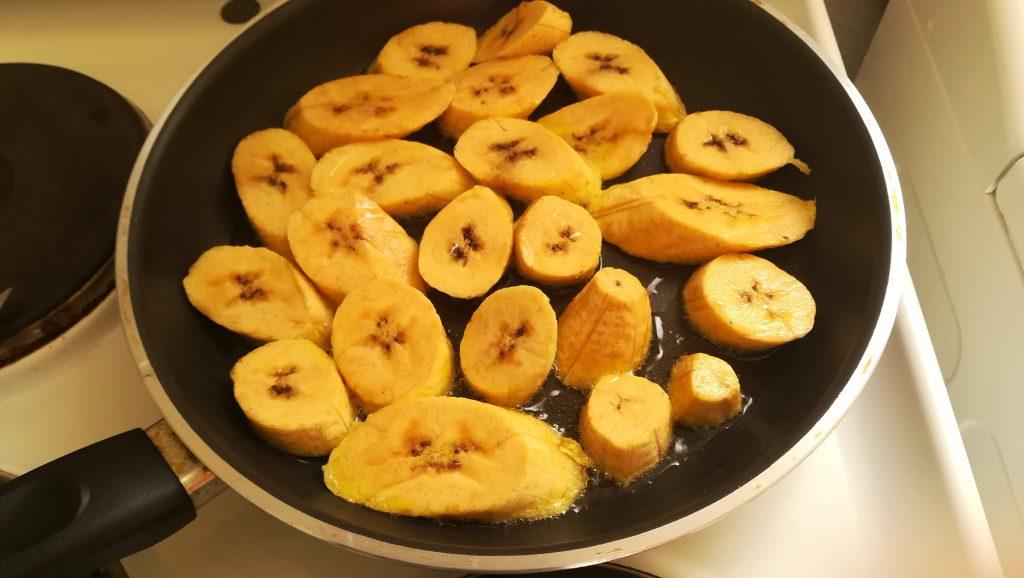 Banane jaune frite