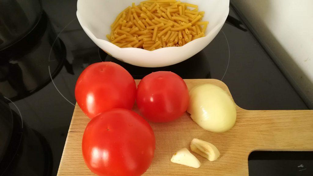 Pâtes et tomates fraîches